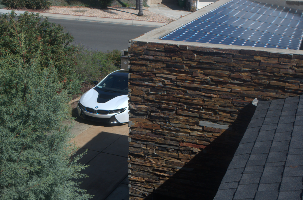 BMW i8 solar house