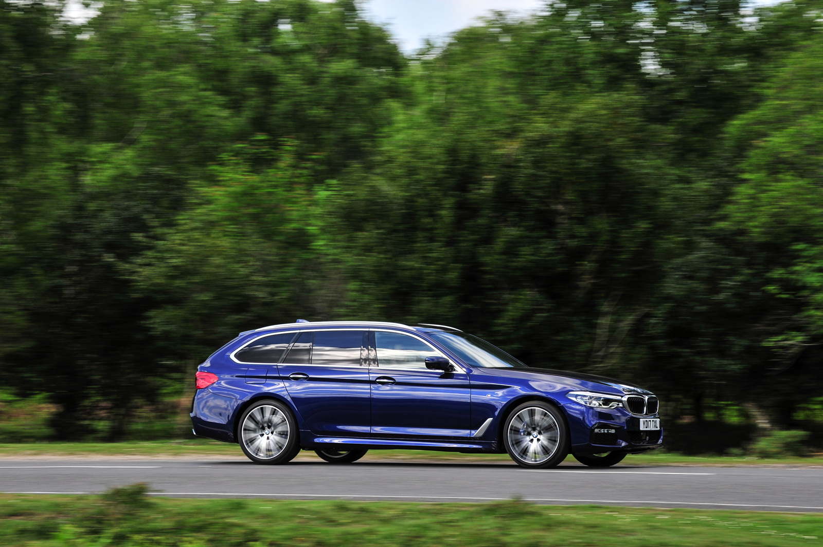 2017 BMW 5 Series Touring England 95