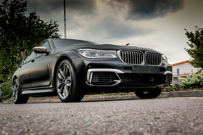 BMW M760Li Frozen Black 18 830x554