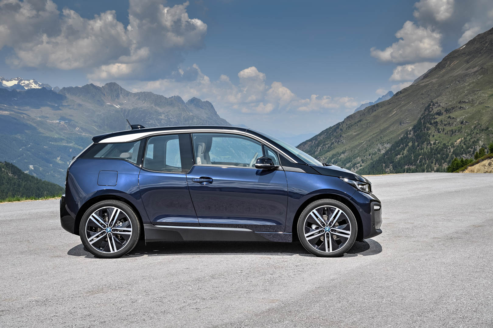 Bmw 3 2018 >> WORLD PREMIERE: 2018 BMW i3 LCI Facelift