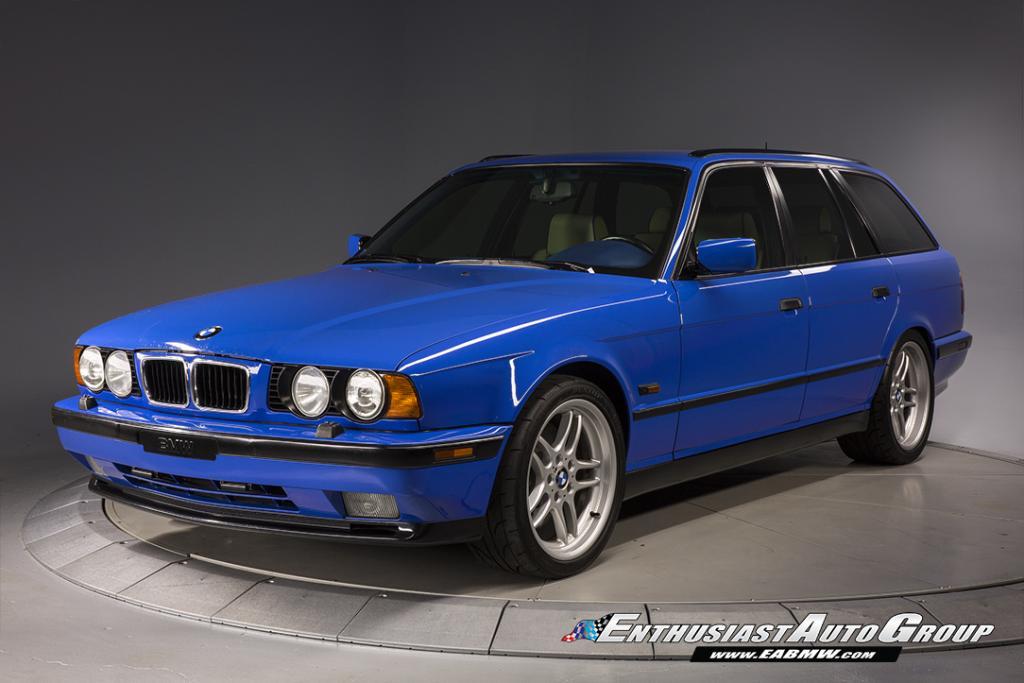 E34 BMW M5 Touring Santorini Blue 2