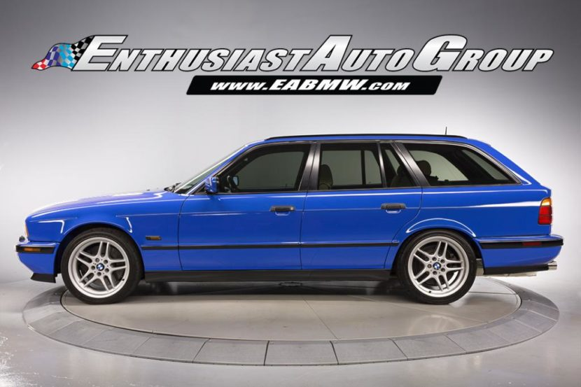 E34 BMW M5 Touring Santorini Blue 830x553