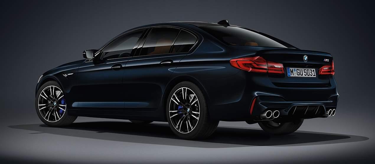 F90 BMW M5 Azurite Black 830x364
