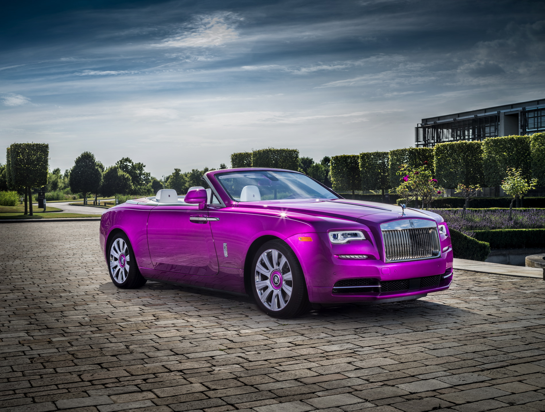 """Rolls-Royce """"Dawn in Fuxia"""" unveiled at Pebble Beach"""