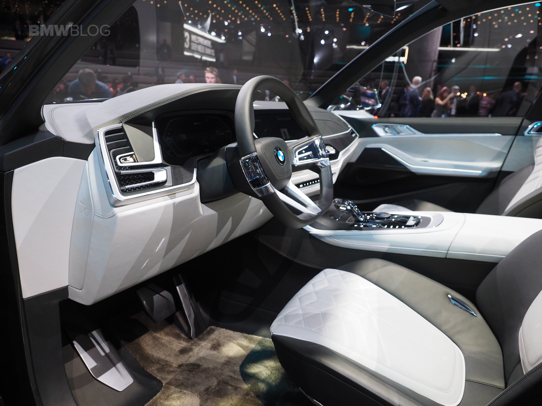 2017 Frankfurt Auto Show Bmw S Largest Suv To Date The X7