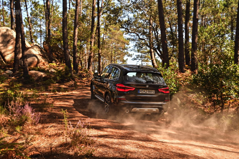2018 BMW X3 xDrive30D photoshoot 60 830x553