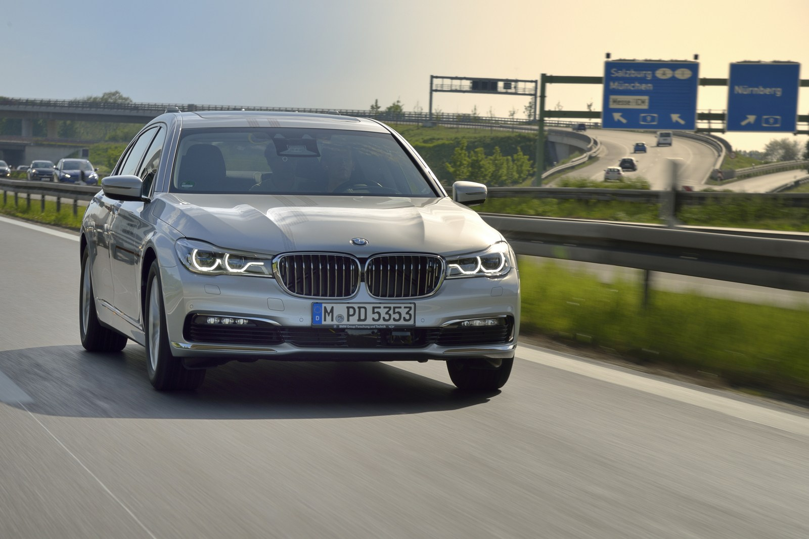 We get some insider info on LCI BMW 7 Series