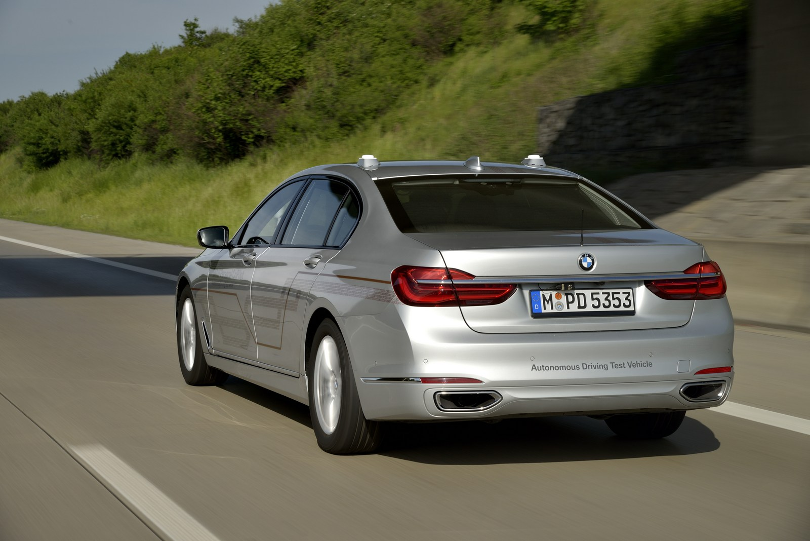 SPIED: Facelifted BMW 7 Series caught testing, shows new gauge cluster
