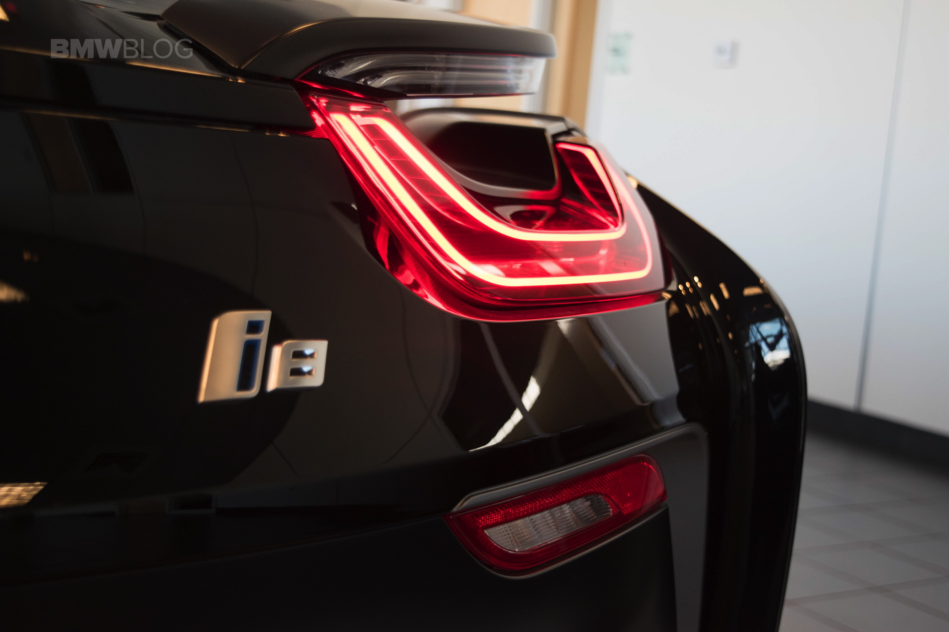 Prestige BMW BMW i8 Frozen Black 02