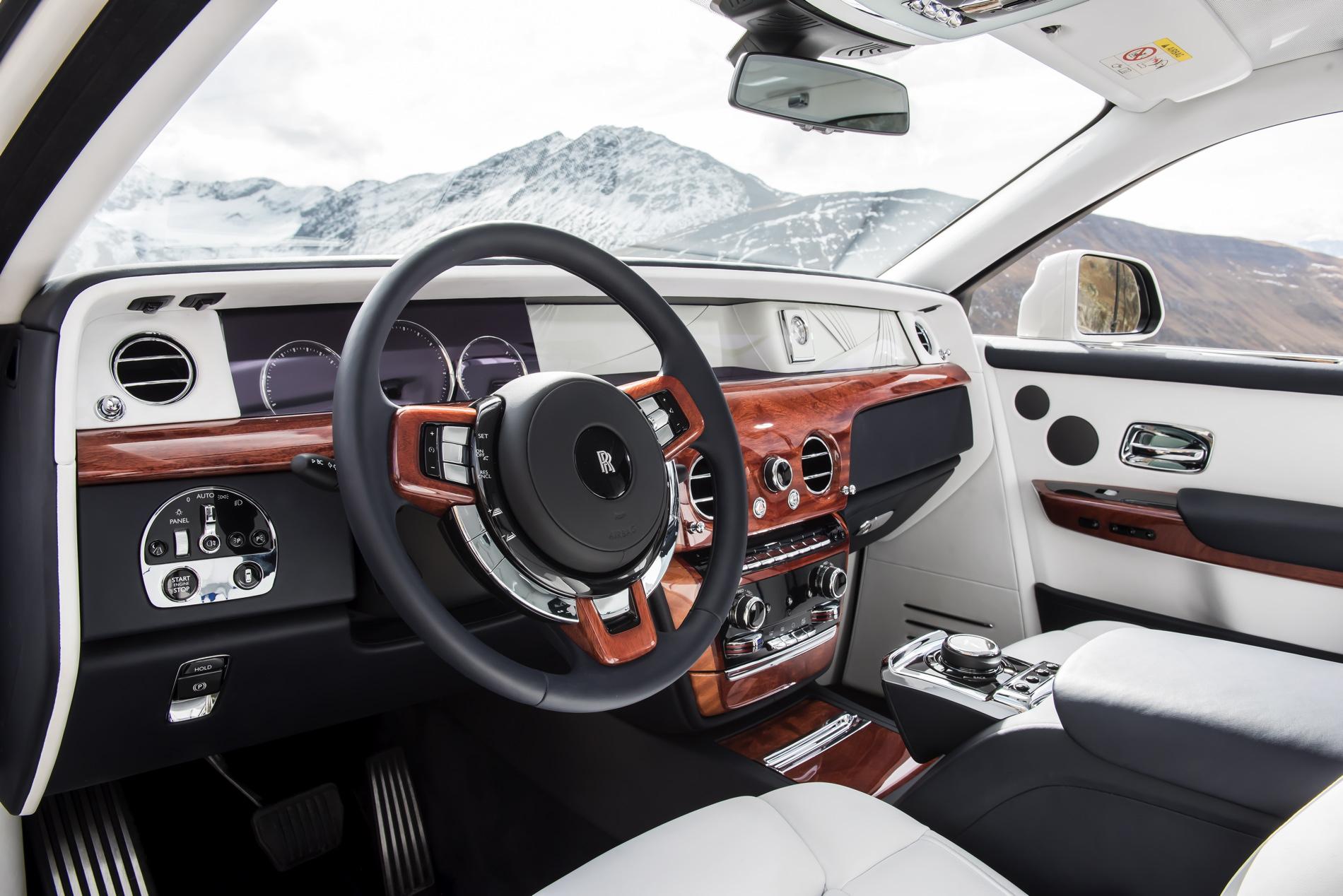 Rolls Royce Phantom VIII 30 830x554