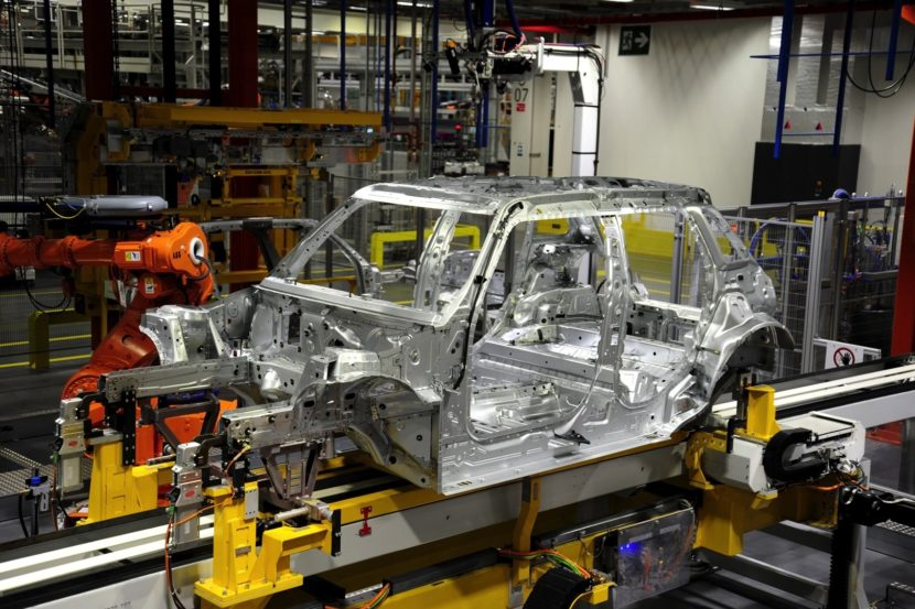 first mini 5 door hatch rolls off the production line in oxford photo gallery 18 830x553