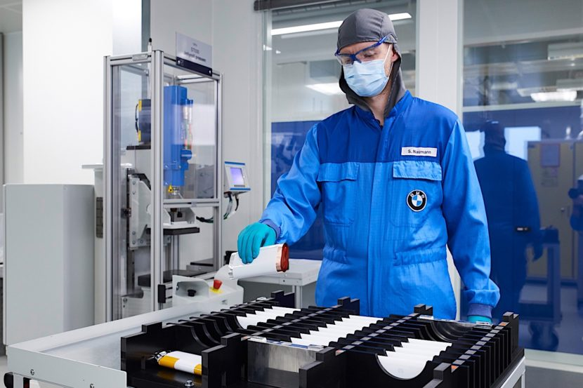 BMW Battery CenterP90286372 highRes 830x553