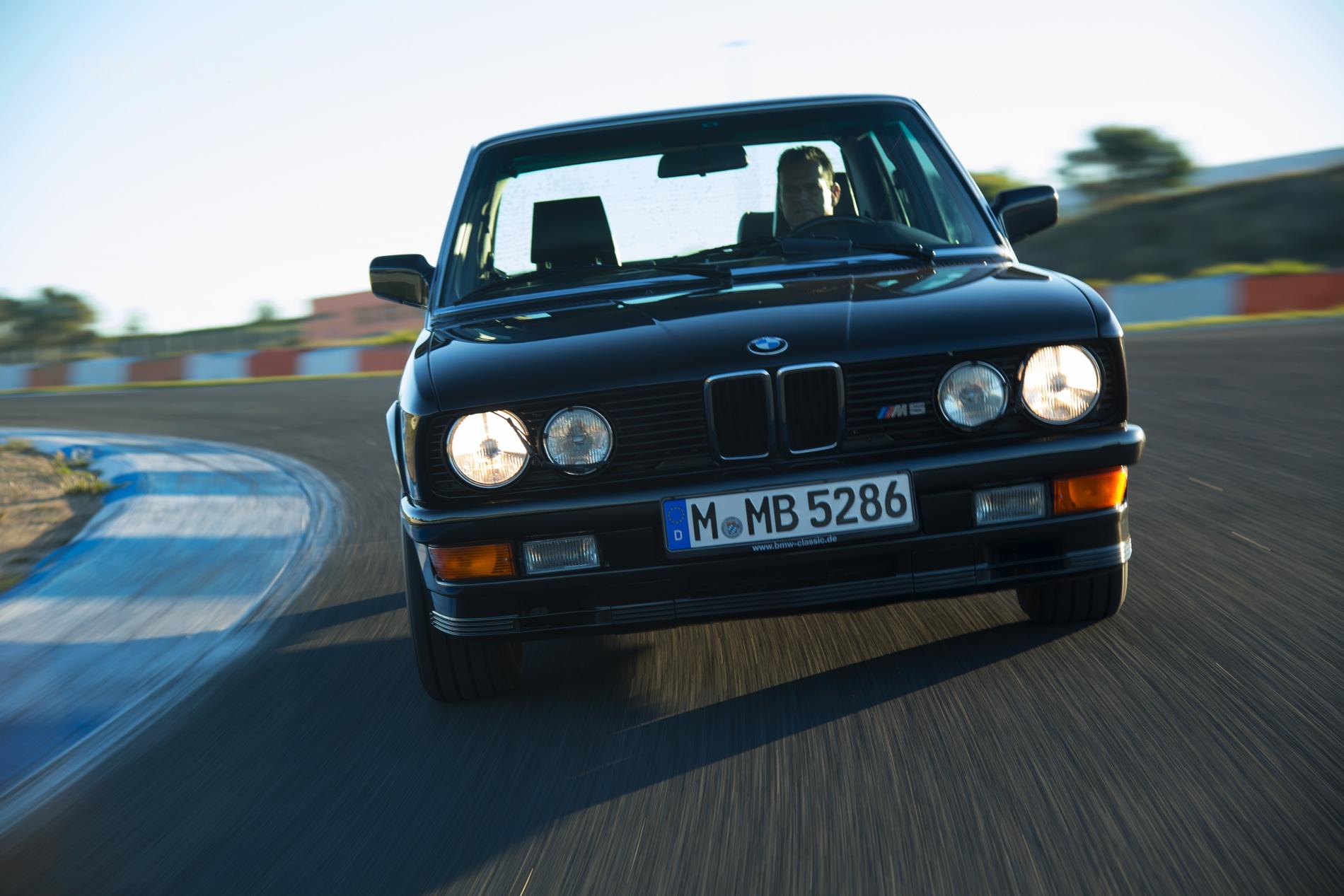 BMW M5 E28 02