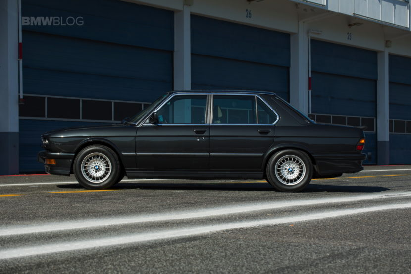 BMW M5 E28 22 830x553