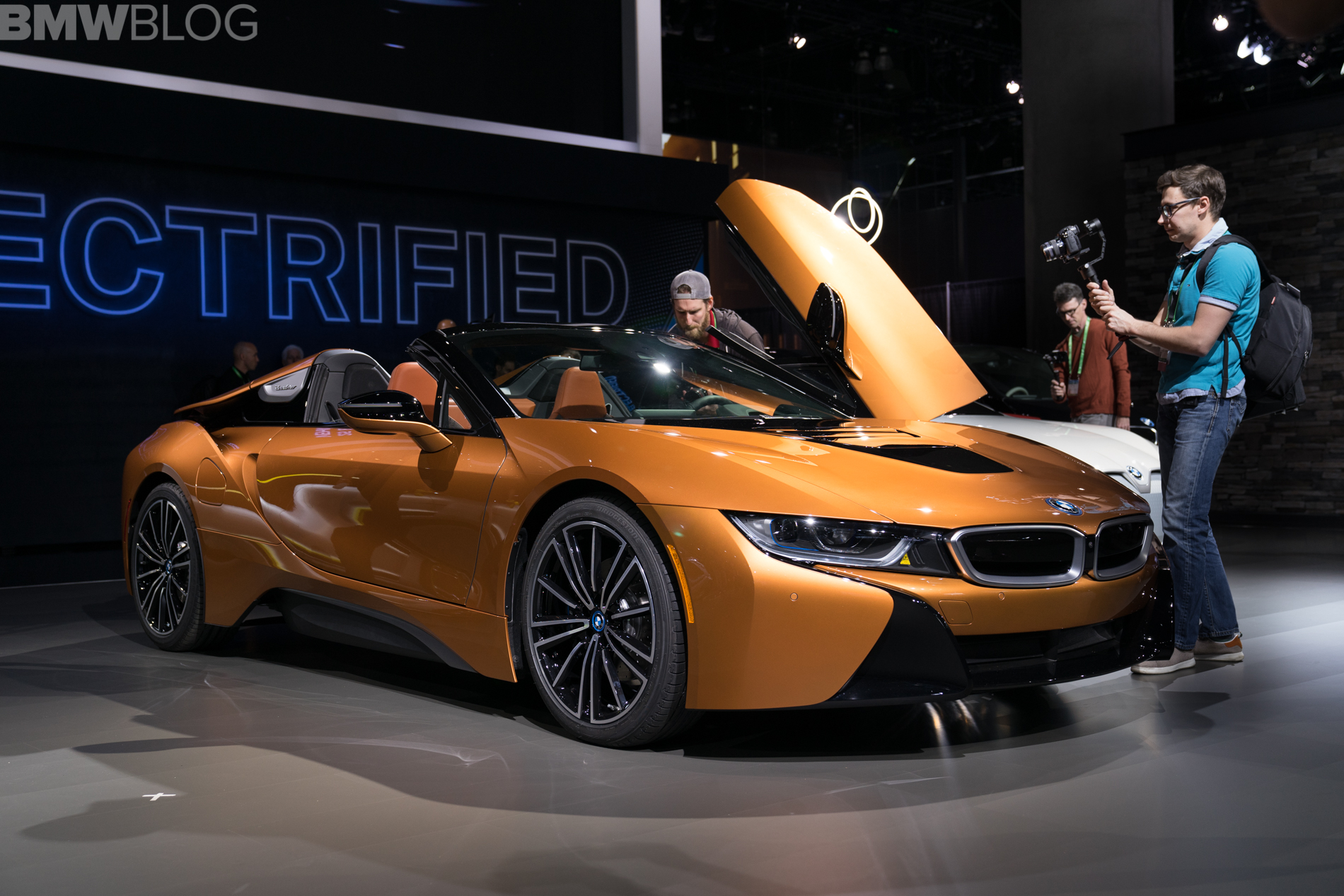 Bmw I8 Roadster Live Photos From 2017 La Auto Show
