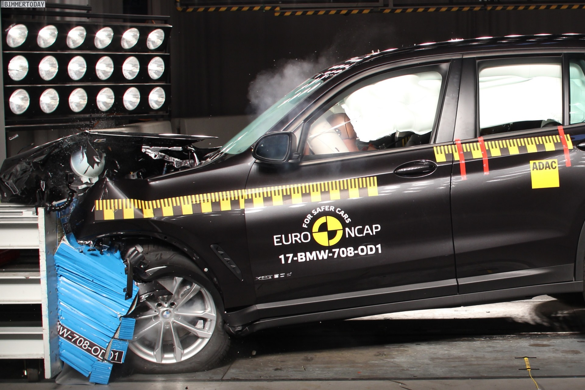 Euro NCAP Crashtest 2017 BMW X3 G01 01
