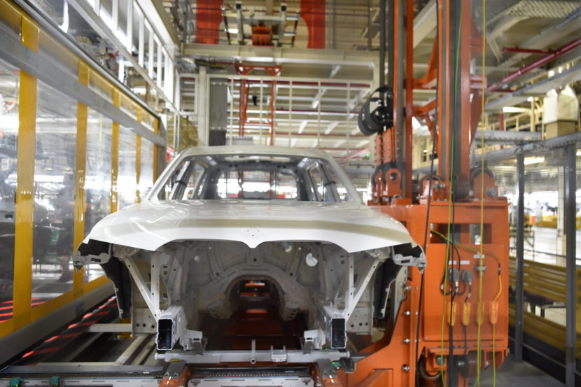 BMW X7 production 06 830x553