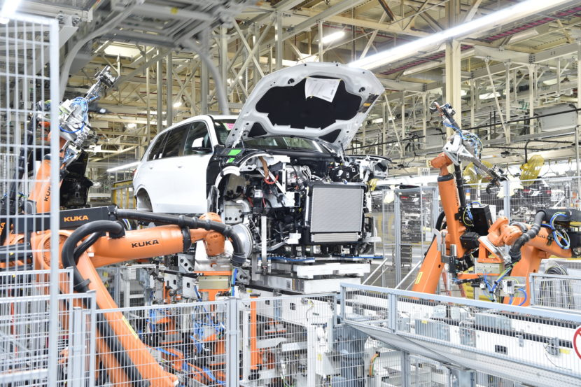 BMW X7 production 09 830x553