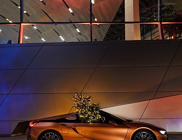 Merry Christmas Powered by BMW P90289234 highRes 720x553