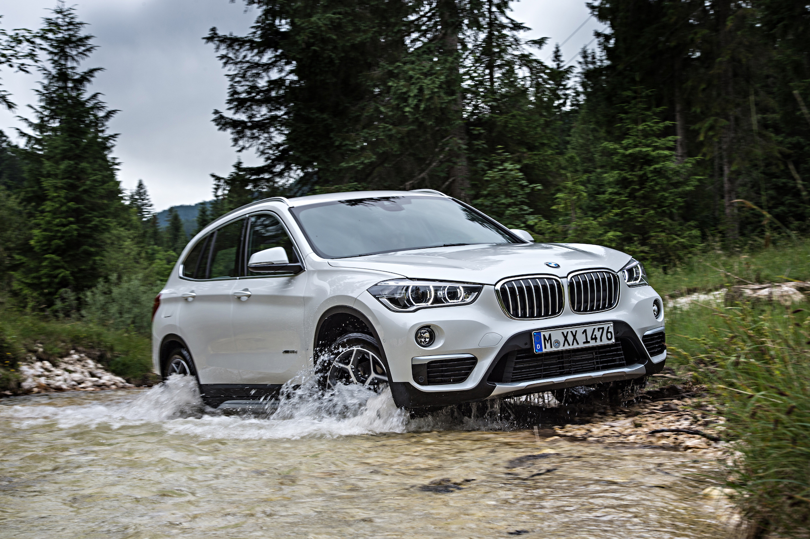 P90190674 highRes the new bmw x1 on lo