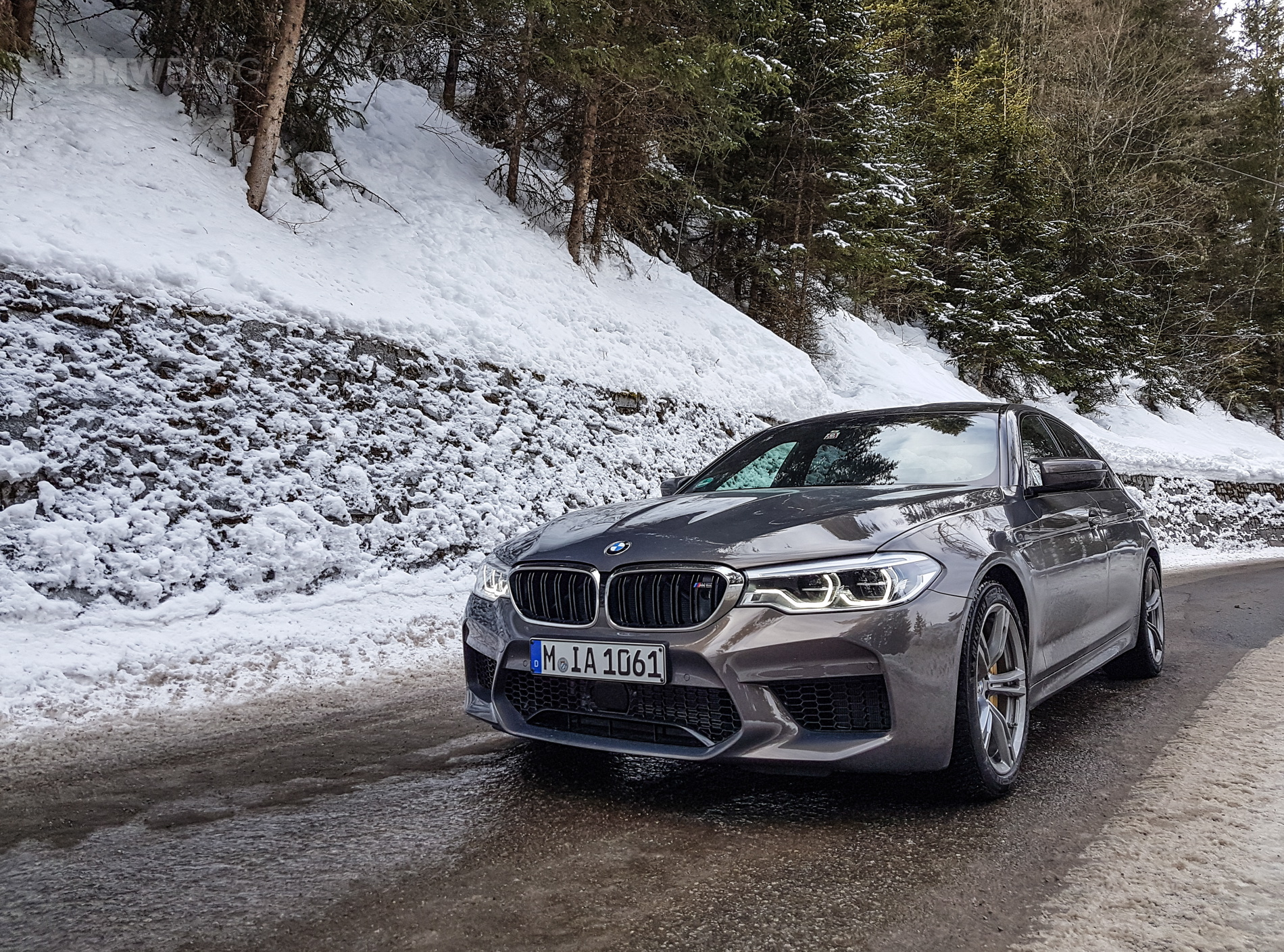 The new BMW M5 in Champagne Quartz goes into the Alps
