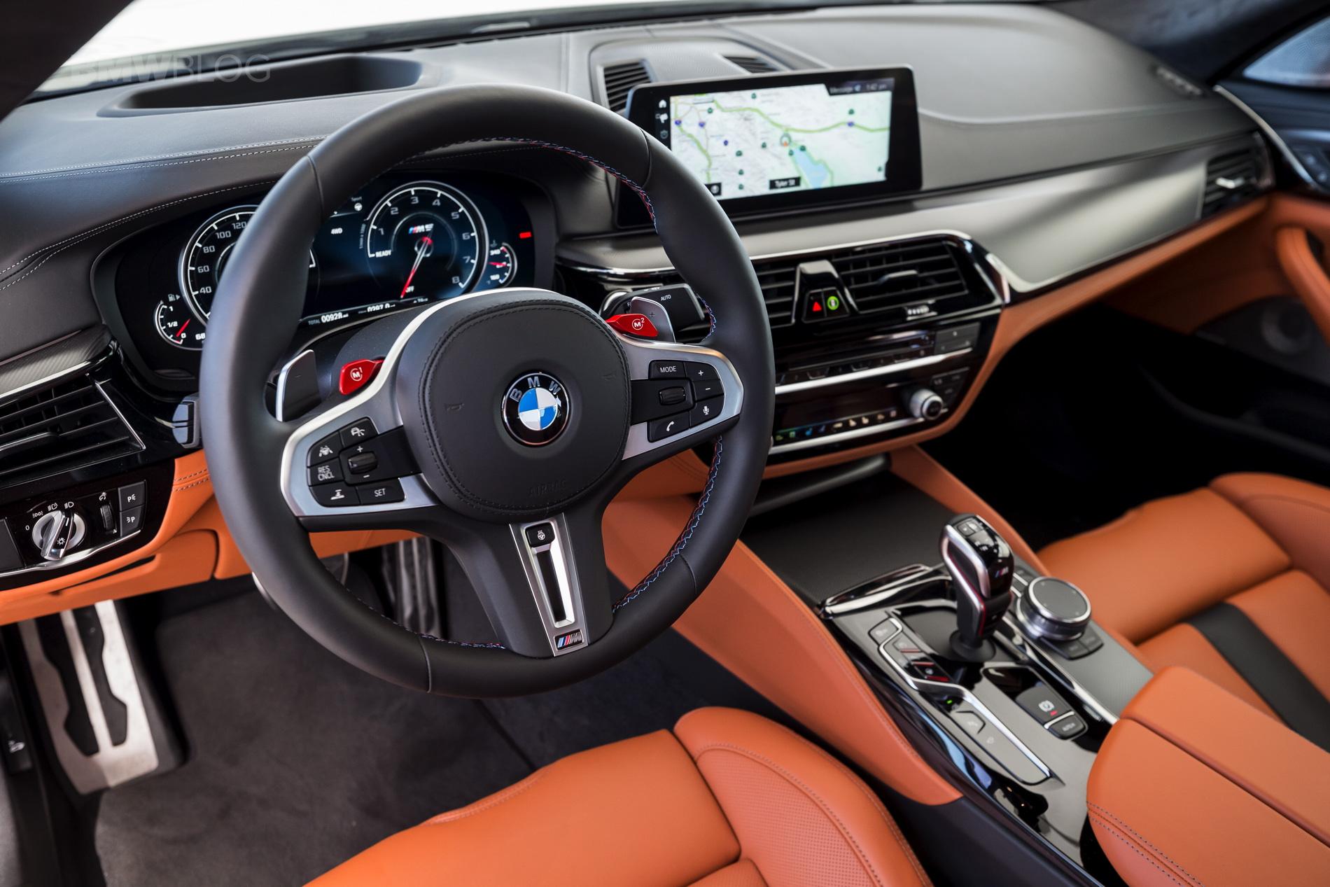 2018 BMW M5 review test 39 مقایسهٔ شانهبهشانهٔ نسل قدیم و جدید بامو M5   اجاره ماشین