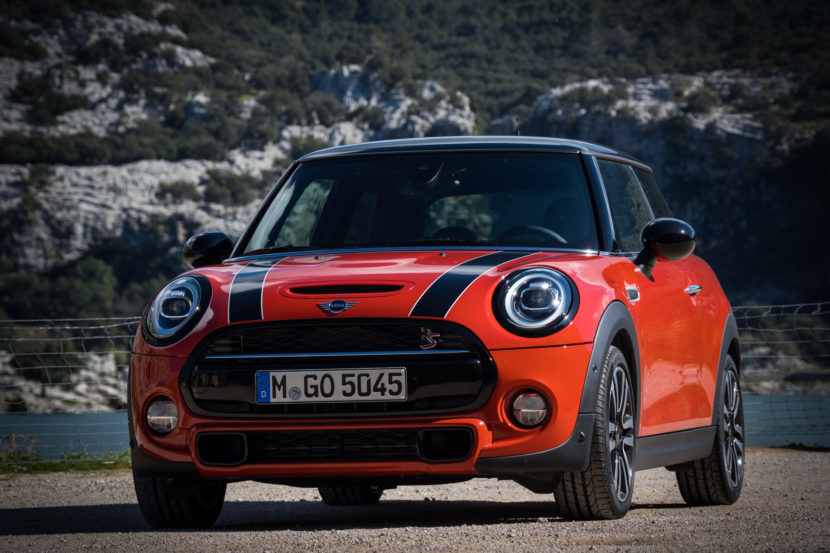 2018 MINI Hatchback 14 830x553