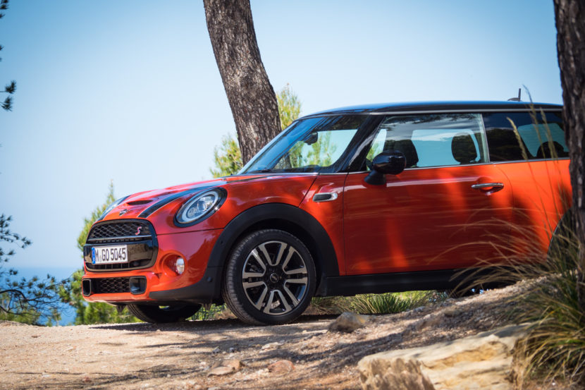 2018 MINI Hatchback 7 830x553