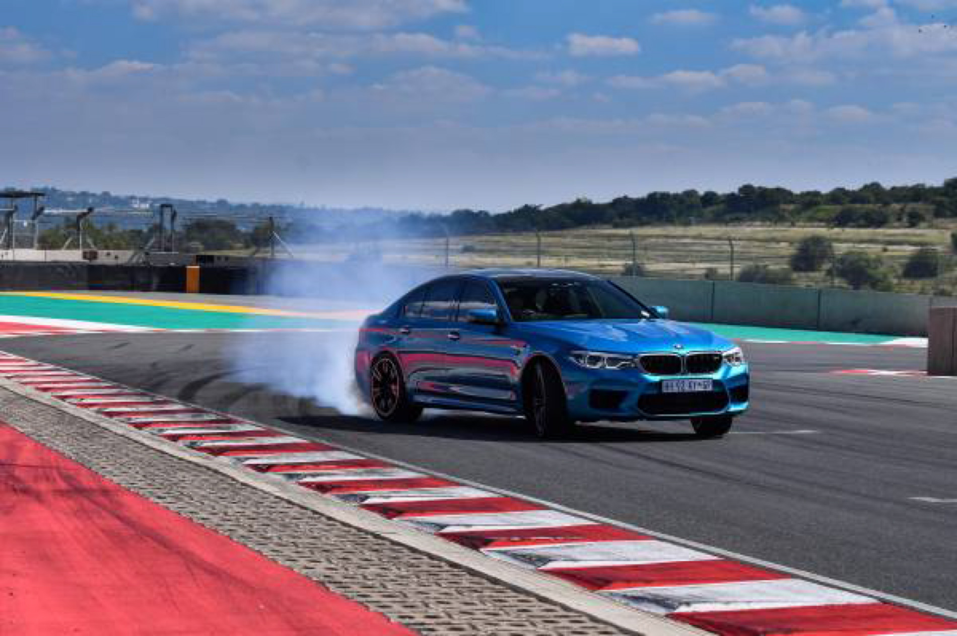 BMW M5 Snapper Rocks Blue images 14