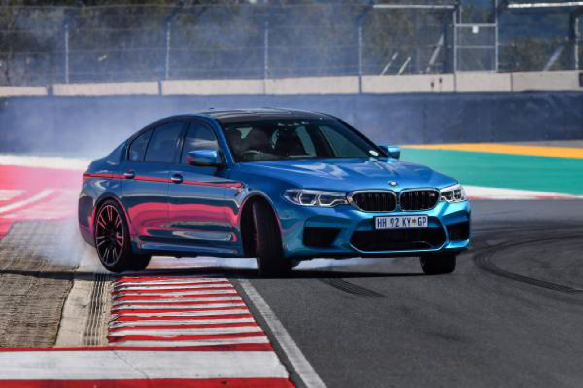BMW M5 Snapper Rocks Blue images 17
