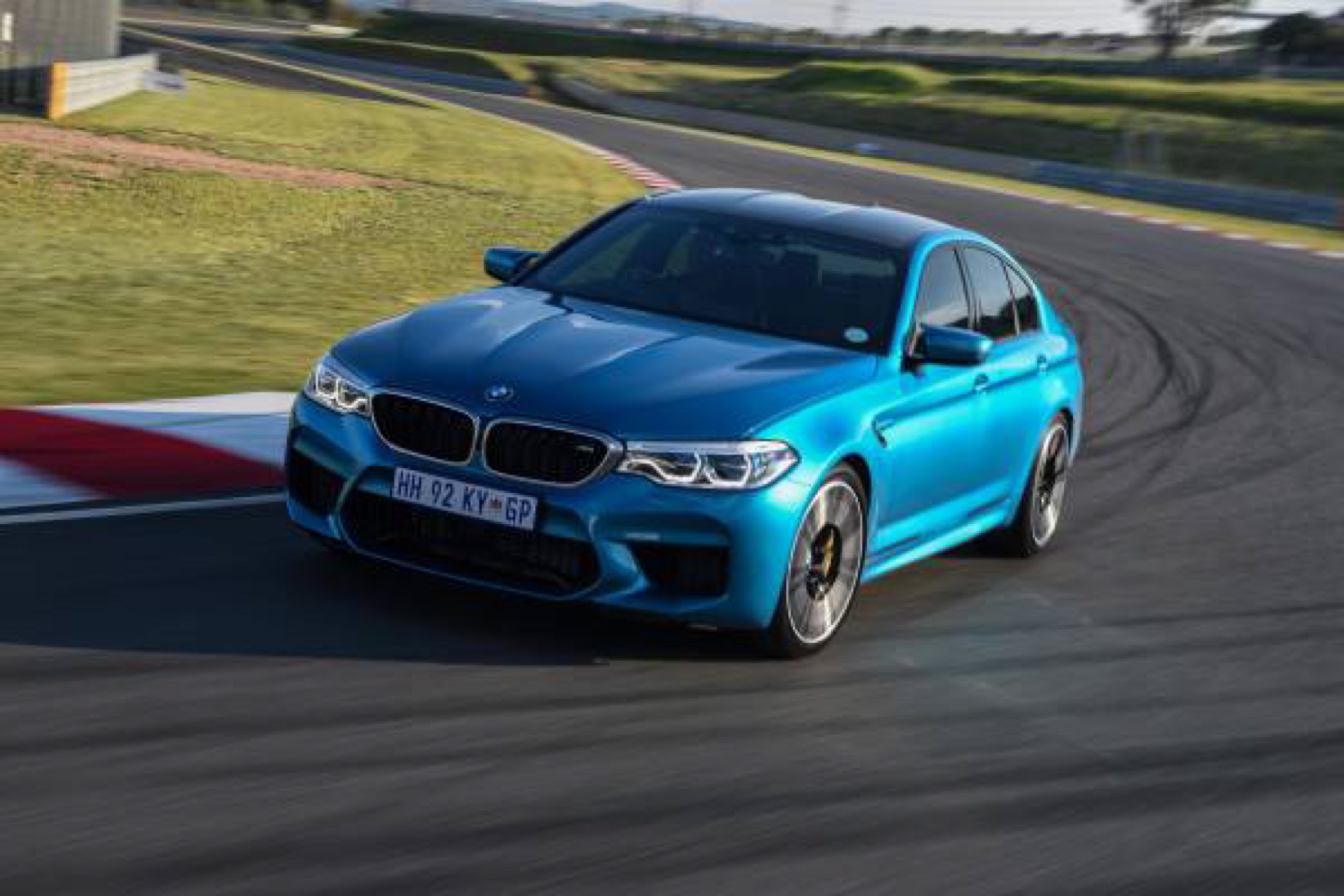BMW M5 Snapper Rocks Blue images 19