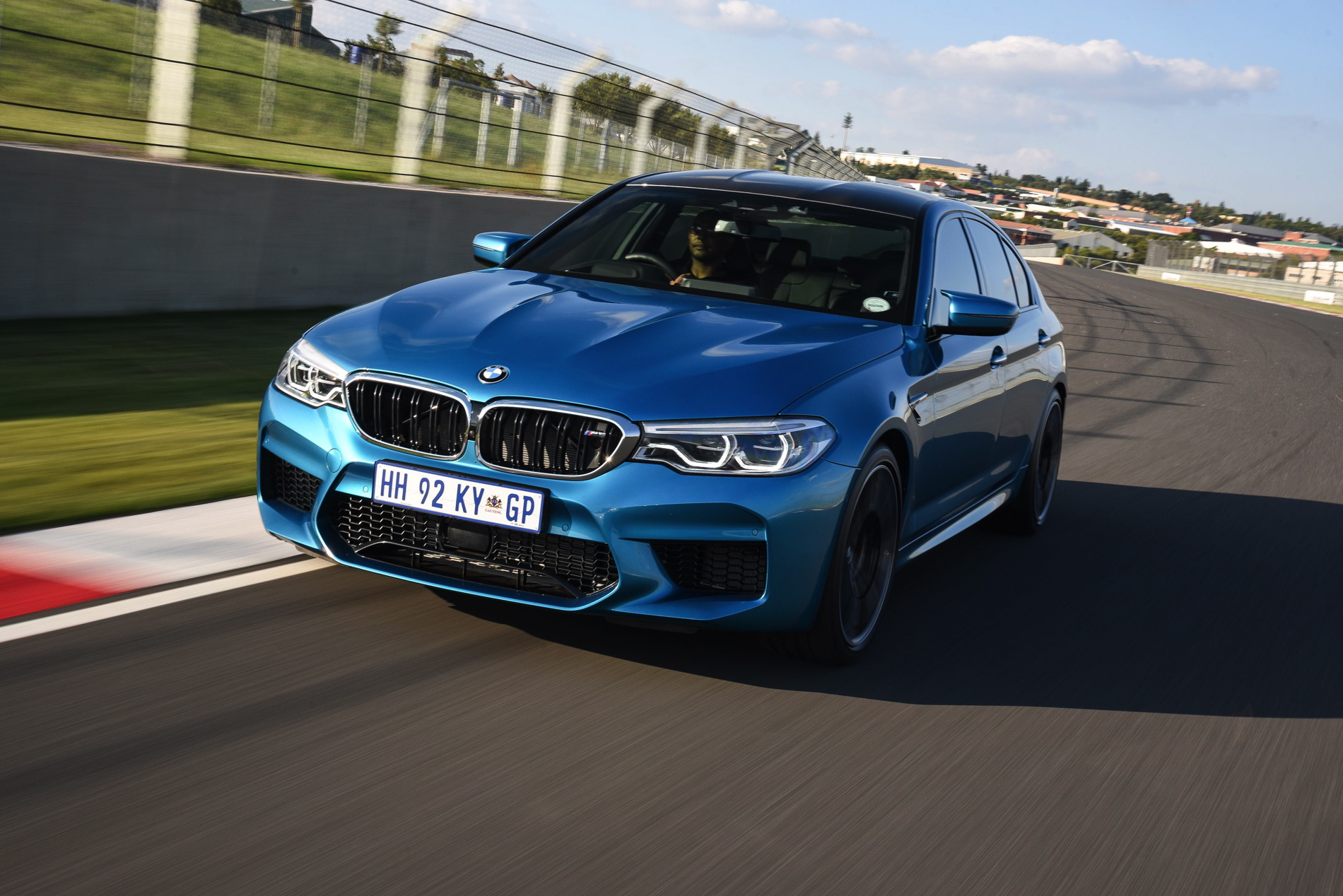 BMW M5 Snapper Rocks Blue images 21