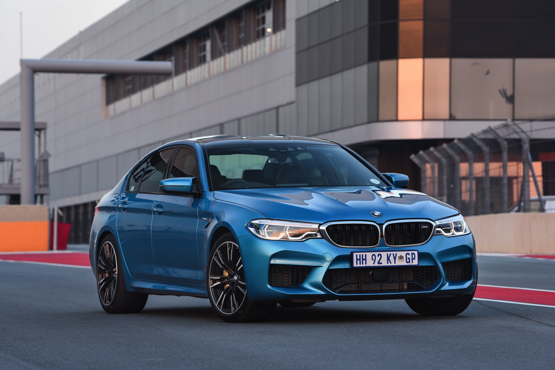 BMW M5 Snapper Rocks Blue images 28