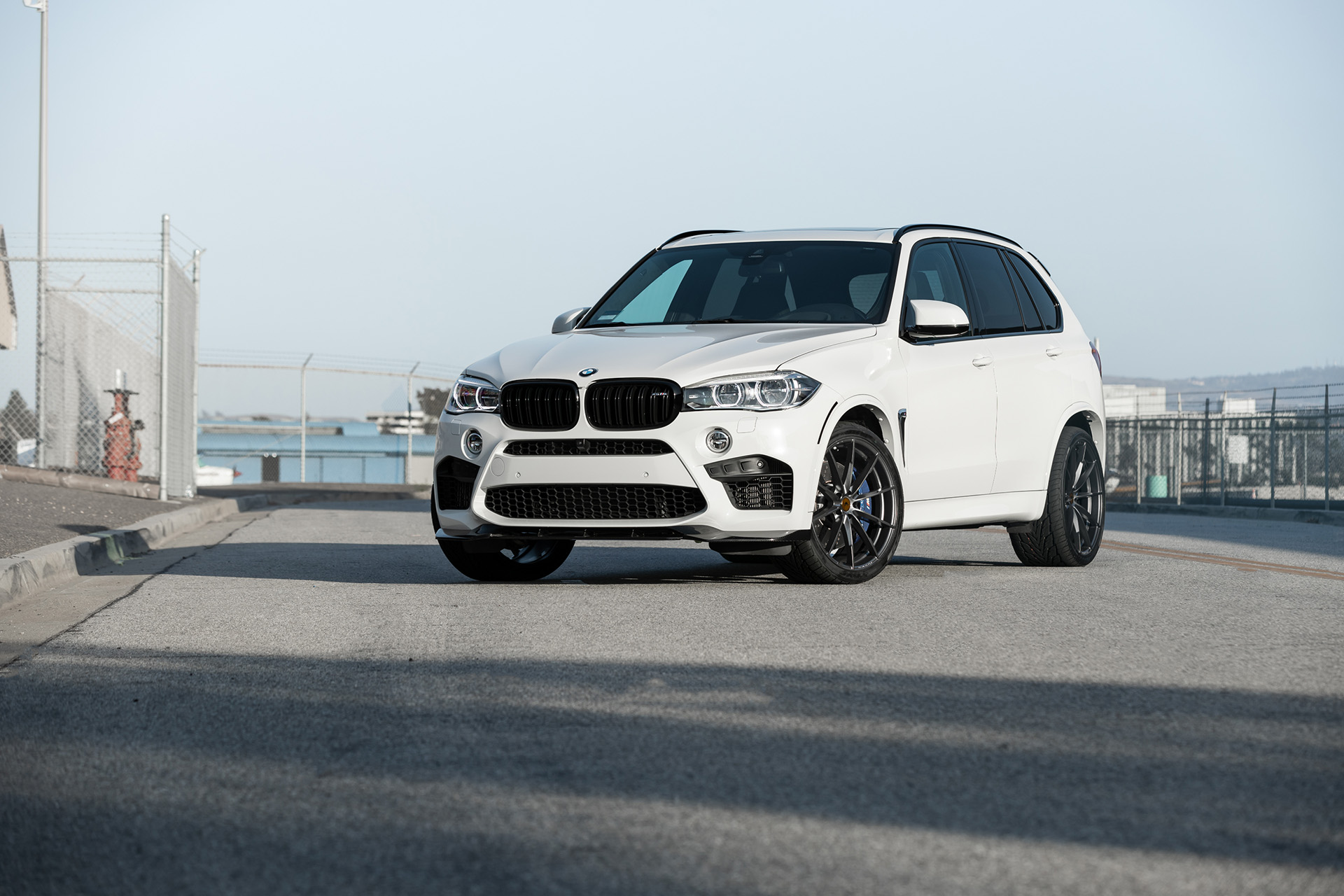 Video: BMW F90 M5 Drag Races F85 BMW X5 M with Obvious Results