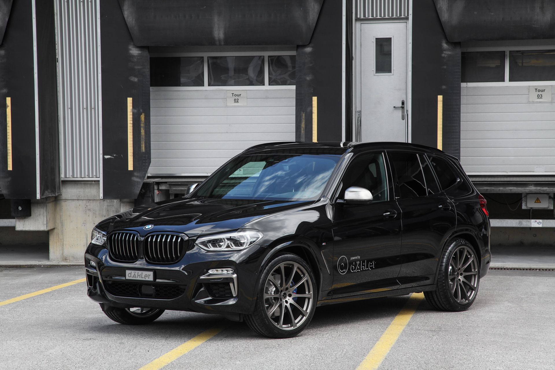 dahler bmw x3 m40i has 420 ps and a blacked out theme. Black Bedroom Furniture Sets. Home Design Ideas