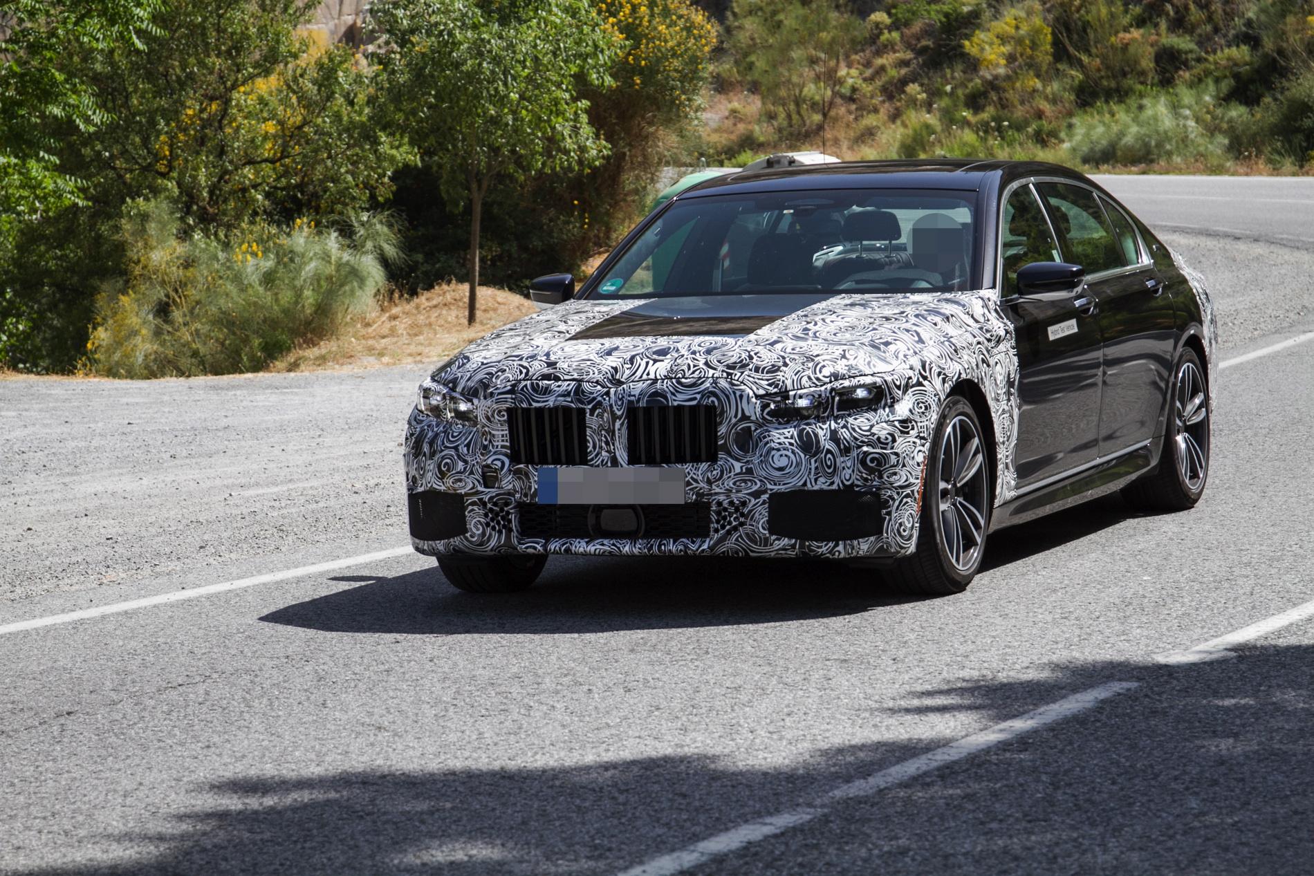 2019 BMW 745e hybrid 03