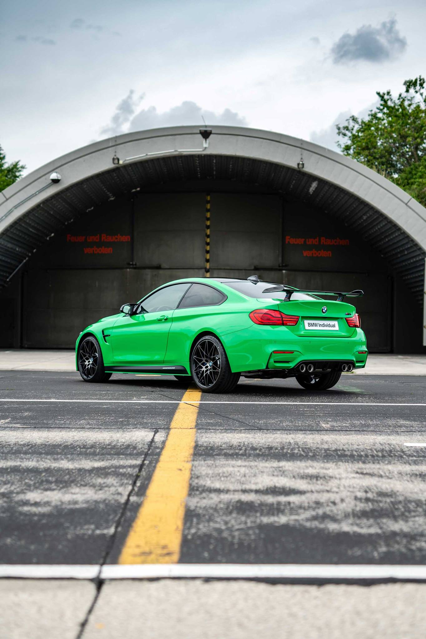 BMW Individual Signal Green M4 Competition 14