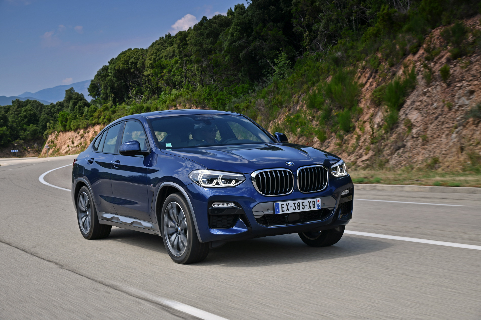 Carwow drives the BMW X4