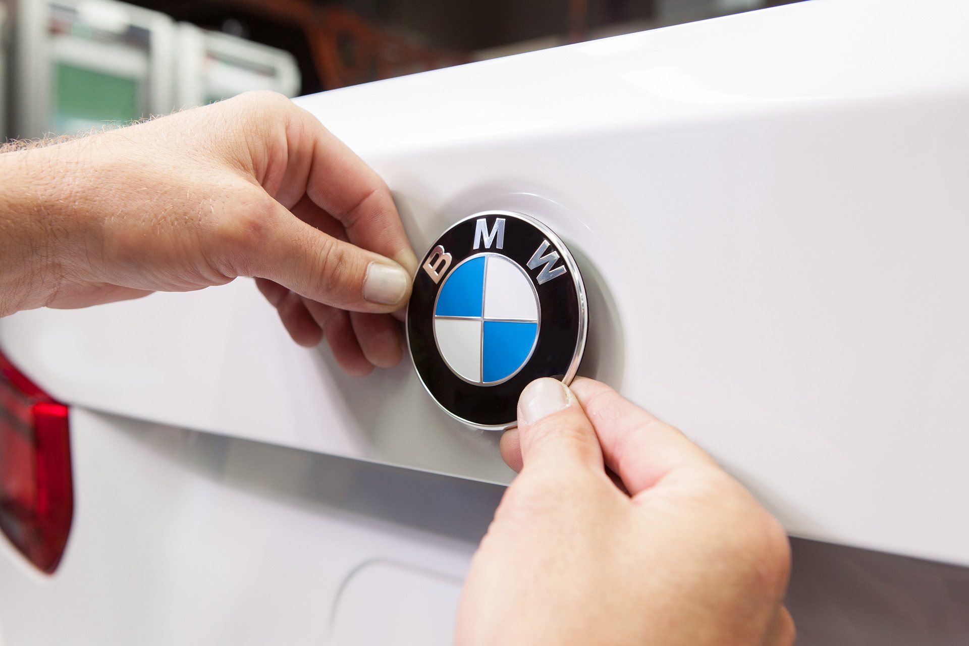 BMW to build 1 billion euro electric auto factory in Hungary