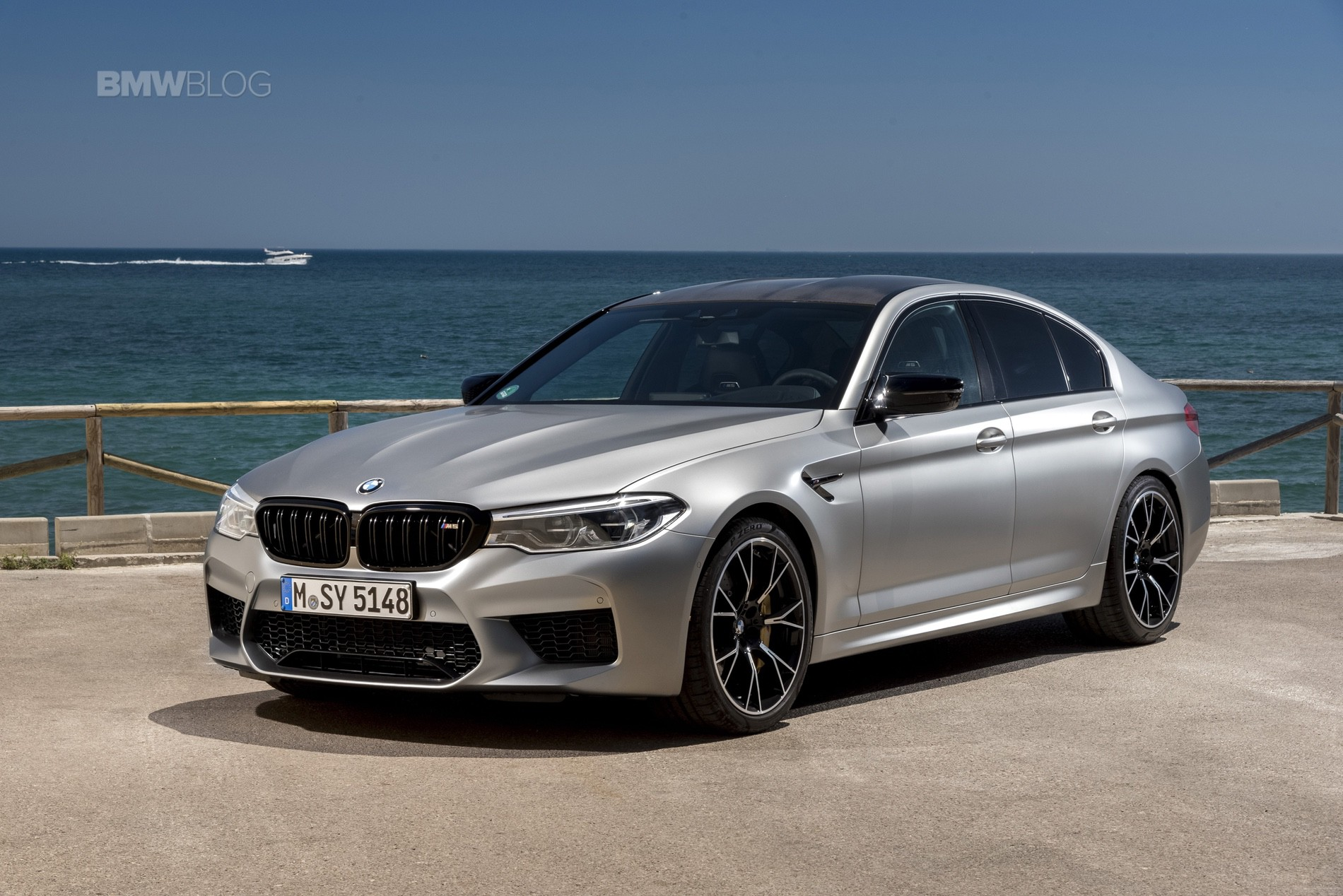 Video: BMW M5 Competition drag races E63 S AMG