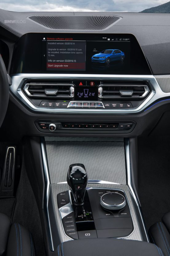 2019 BMW 3 Series G20 interior 14 553x830