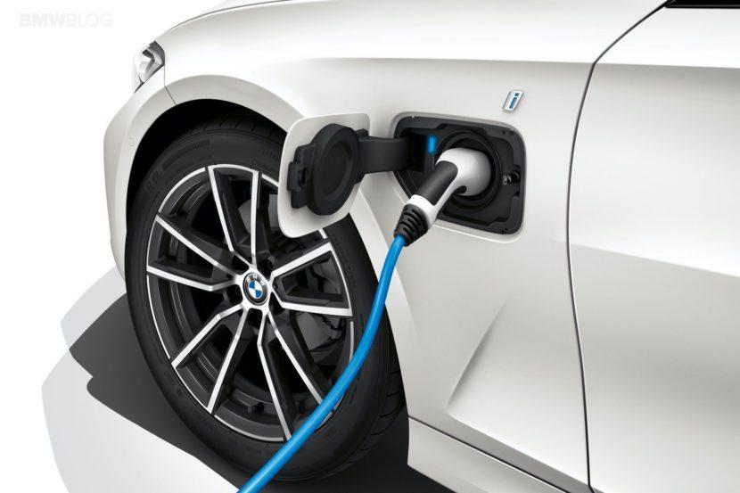 2019 BMW 330e G20 hybrid 04 830x553