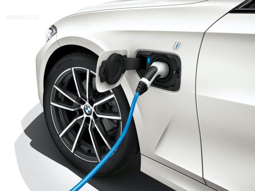 2019 BMW 330e G20 hybrid 04 830x622