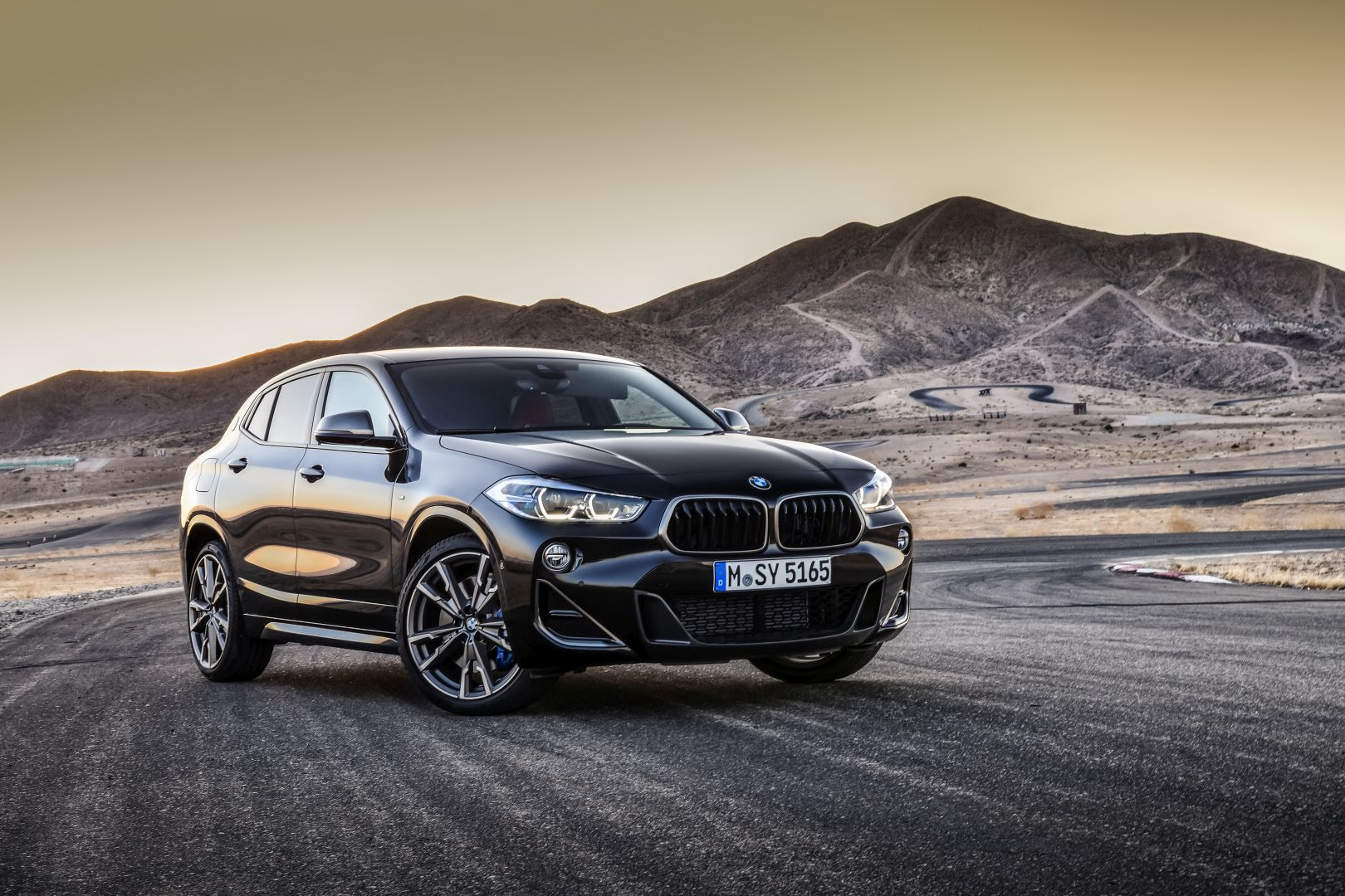 world premiere bmw x2 m35i unveiled with 300 hp. Black Bedroom Furniture Sets. Home Design Ideas