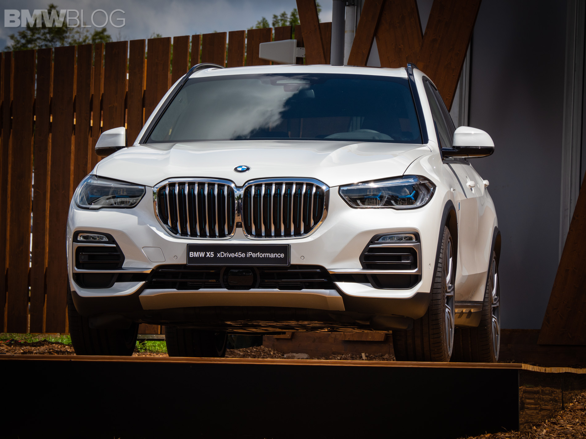 BMW X5 xDrive45e live photos 3