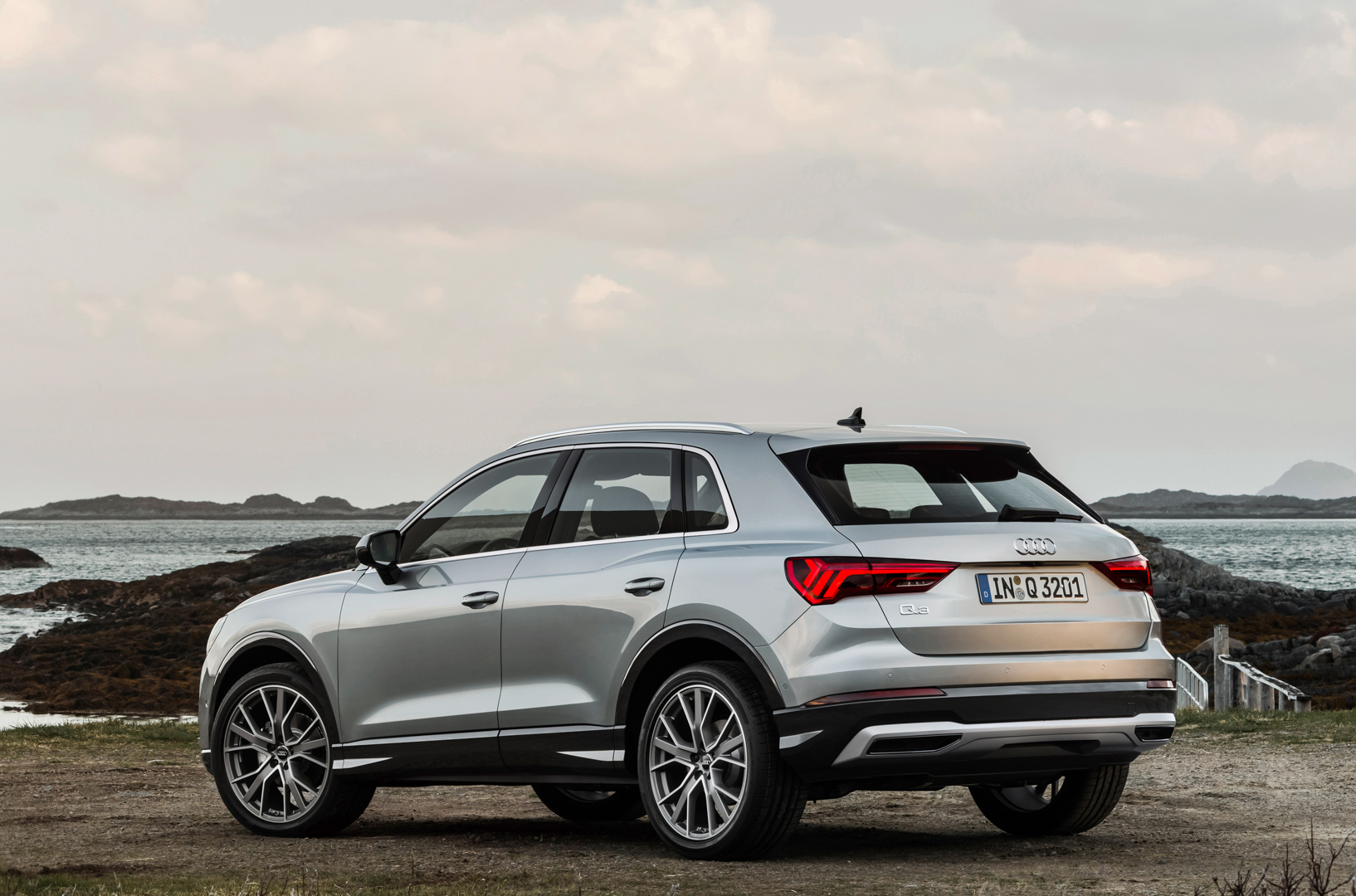 Bmw X2 M35i Will Take On Future Audi Sq3 Sosialpolitik Catriona Maika Top Handle Bag Pink As For Their Interiors The Again Have Sportier Looking Cabin With Its Low Seating Position Traditional Gauges And Center Stack Thats Angled