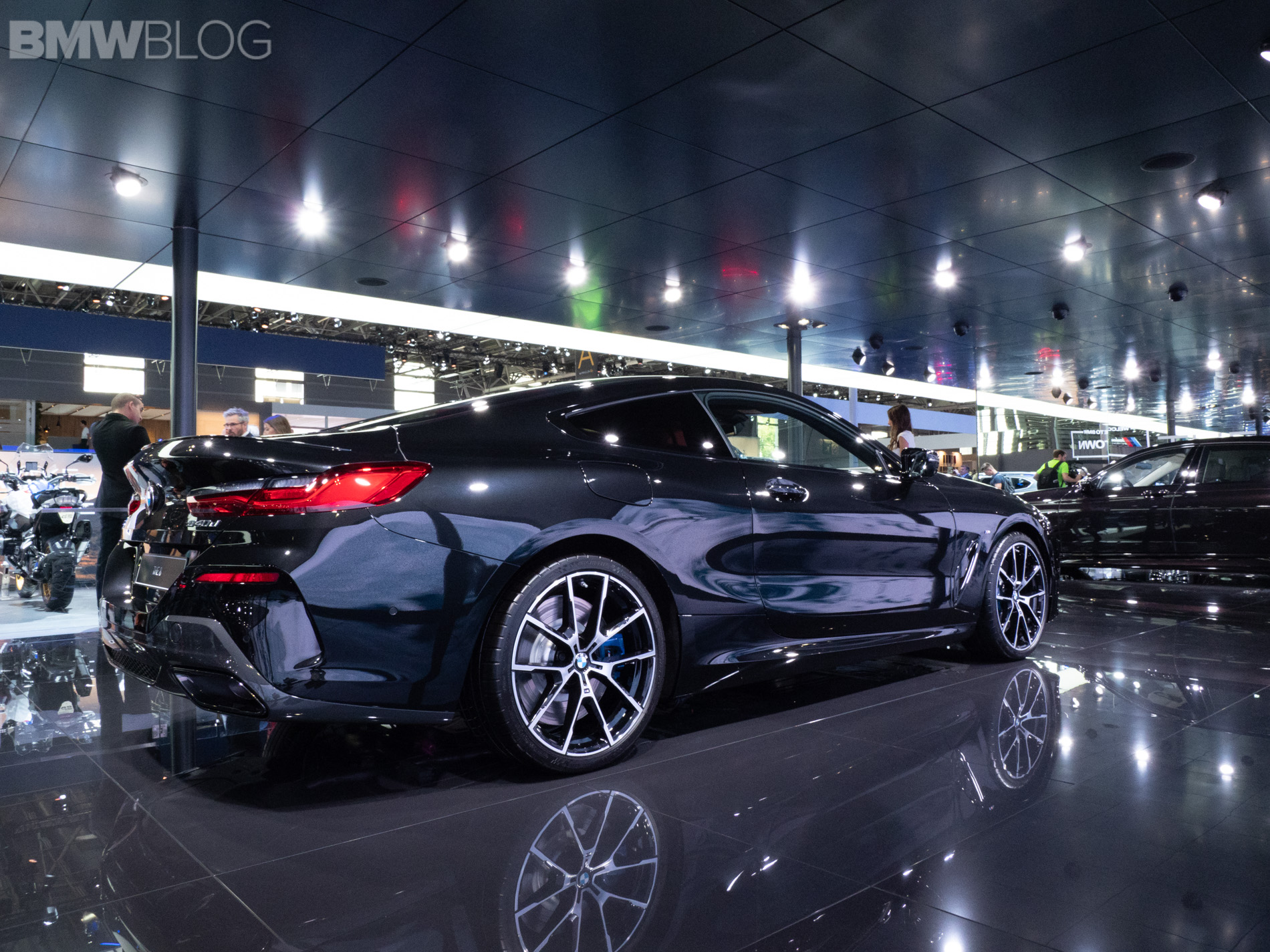 paris 2018 bmw 840d coupe looks stunning in sapphire black. Black Bedroom Furniture Sets. Home Design Ideas