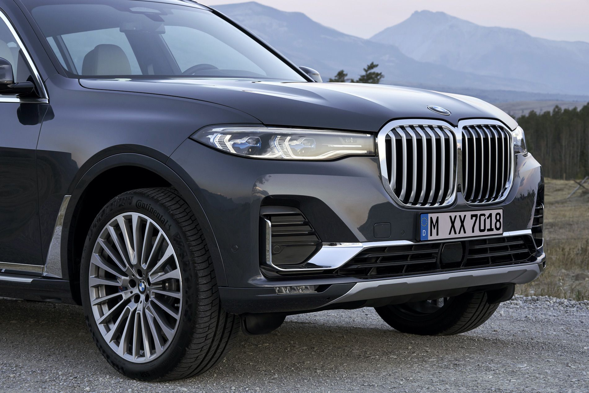 Photo Comparison Bmw X7 Vs Mercedes Benz Gls Class