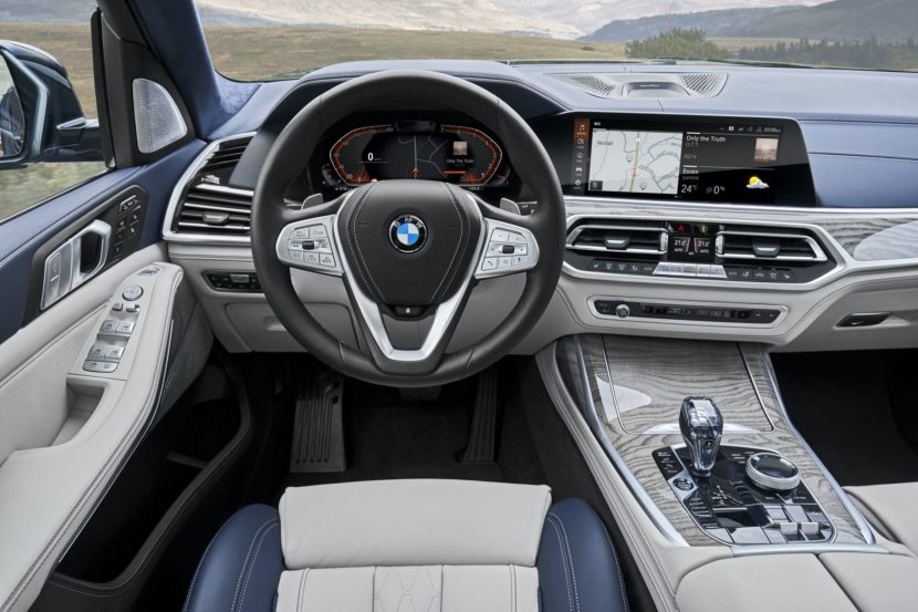 BMW X7 interior 10 830x553