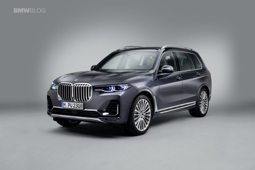 BMW X7 photos studio 02 830x553